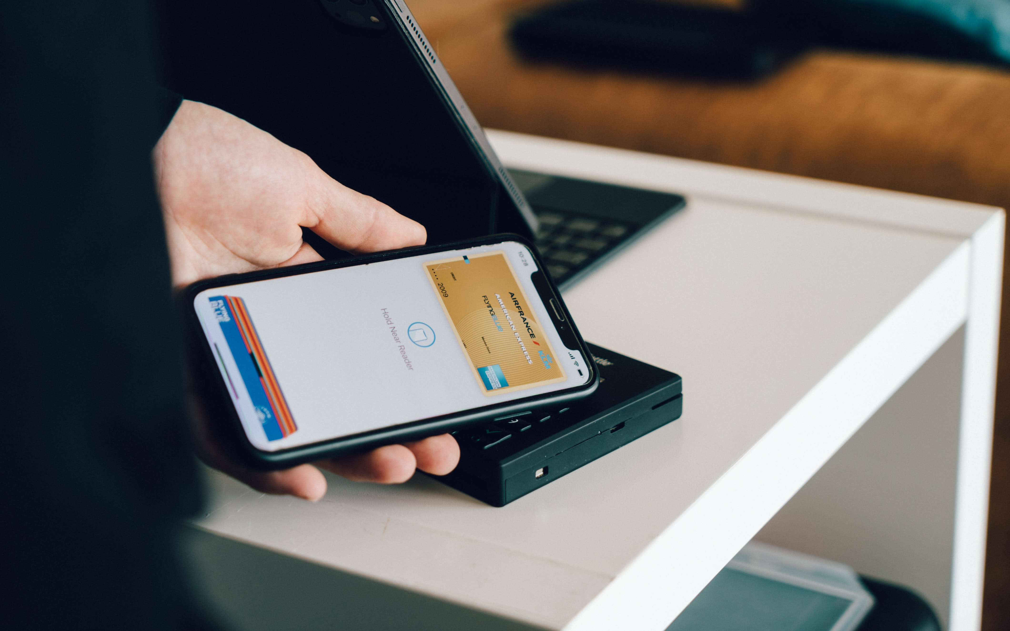 5-out-of-6-face-to-face-card-payments-are-now-fully-contactless-reports-emirates-nbd